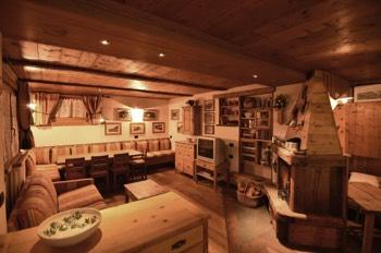 Arredamento Per Baite Di Montagna : Arredamento baita awesome casa quotgran arte rovere antico tags