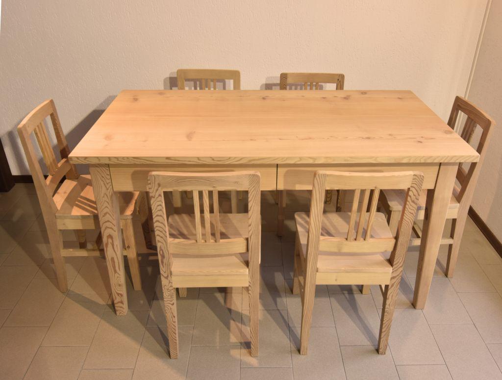 Tavolo Valtellinese con sedie