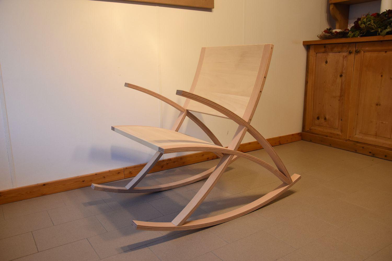Sedia a dondolo moderna in multistrato curvato